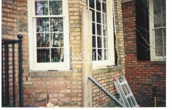 photo of a bay window before a repair