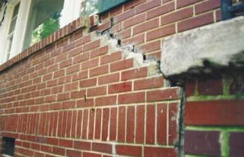 crack in exterior brick wall